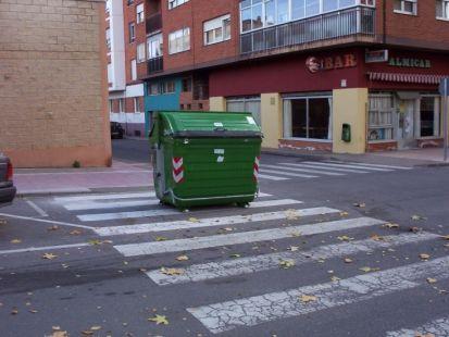 paso de cebra para contenedor de basura