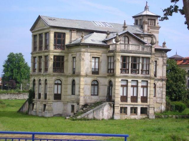 casa del orfanato (llanes, asturias)