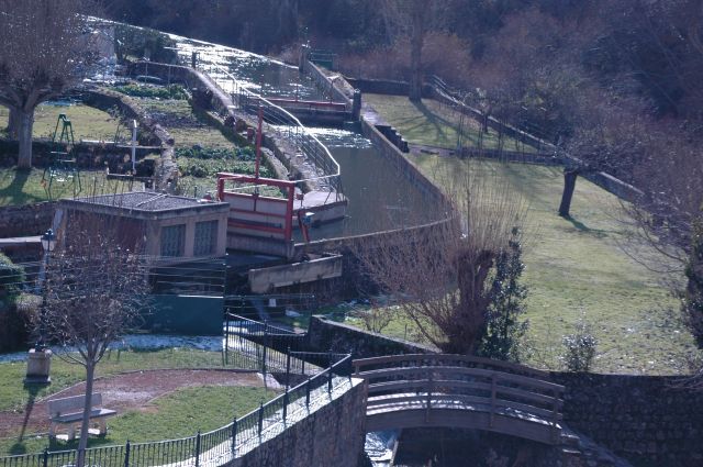 sistema de compuertas rio Iregua