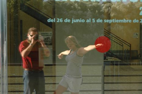 fotografo+acompañante+punto rojo
