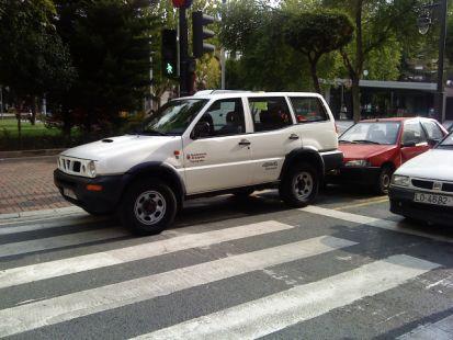 El parque automovilistico del Ayuntamiento dando ejemplo de como se debe APARCAR