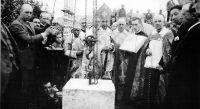 El obispo Fidel García coloca la primera piedra del Seminario