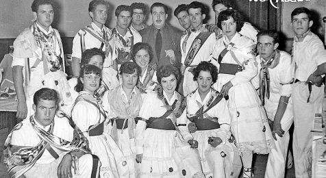 Danzadores de Albelda, en 1956, con el gobernador civil