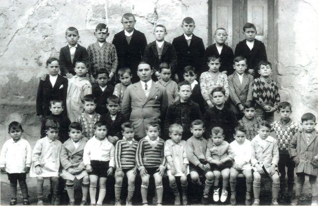 Amancio Nieto, con sus alumnos de Tirgo