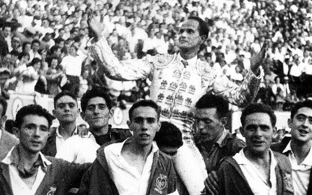 Antonio León, a hombros en La Manzanera