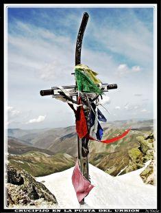Crucifijo en la punta del Urbion