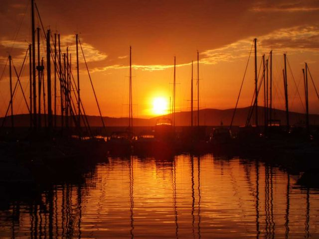 Puesta de sol desde el puerto de Cerdeña