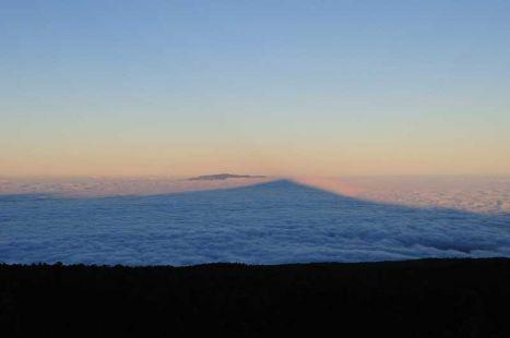 Sombra del Teide al amanecer