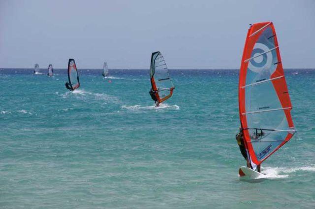 Haciendo windsurf en Fuerteventura
