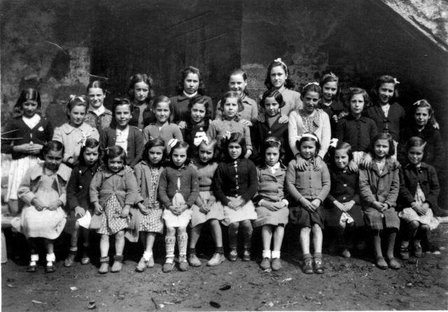 Niñas de Valgañón en el año 1942