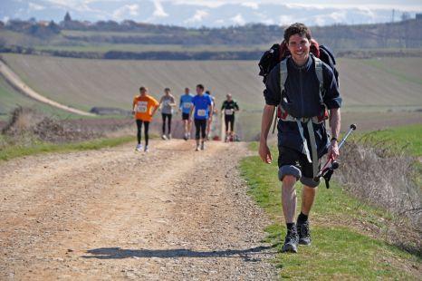 Otro peregrino en medio de la V Medio Maratón del Camino