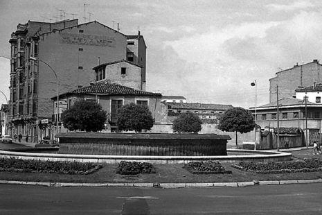 Vista antigua de la fuente de Murrieta