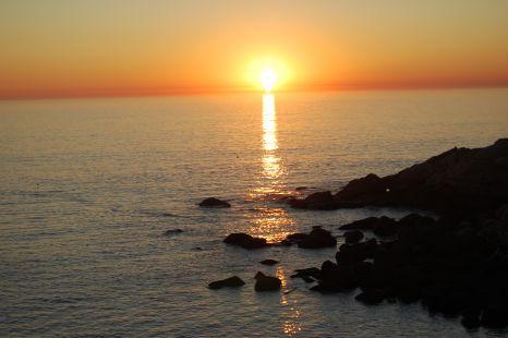 El sol se va pero enciende una vela