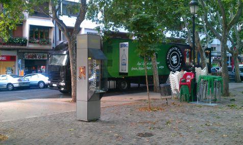 Café gratis, en la puerta de una cafetería