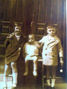 Tres niños  de la familia Eguizábal, en 1930