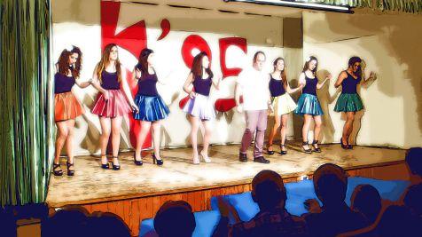 Los Kintos 95 bailando salsa.