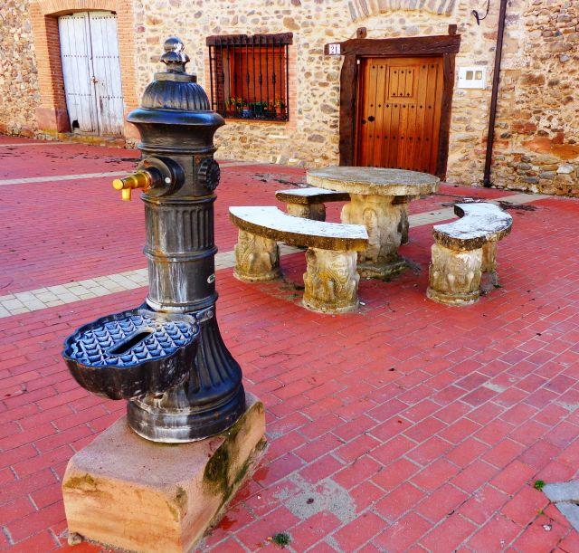 Plaza del barrio nuevo de Ojacastros
