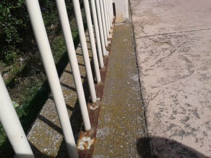 Barandilla oxidada junto al Ebro