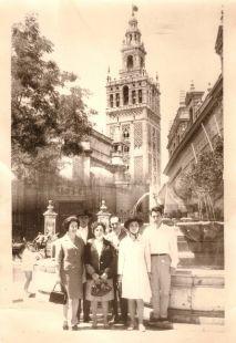 Cerveranos de viaje en Sevilla   en 1966