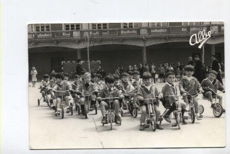 Carrera de triciclos en Maristas