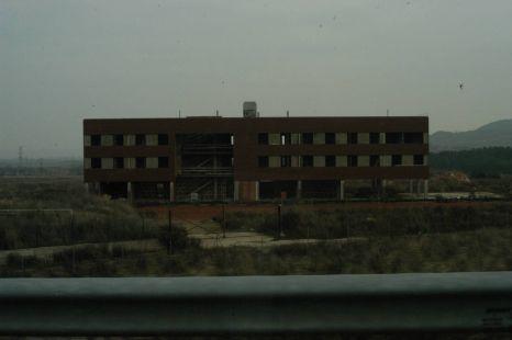 Un hotel parado que afea el paisaje