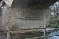 Pintadas en el puente hacia Varea