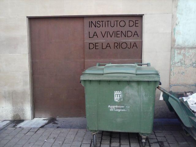 El Instituto de la Vivienda, entre desechos