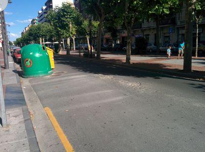 Asfalto deteriorado en Avenida de La Paz