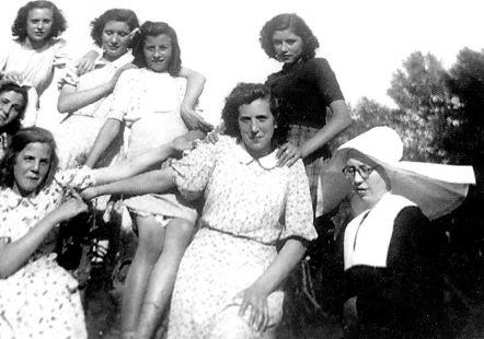 Muchachas de Cenicero en 1948