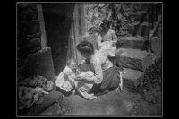 Retrato de mujer con   niño en 1904