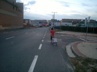Sin aceras para cruzar en la calle Pradoviejo