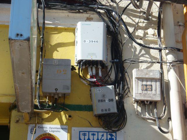 Pelea de Telefonia en fachadas privadas.