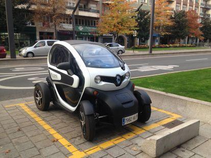 Es un coche no puede aparcar.